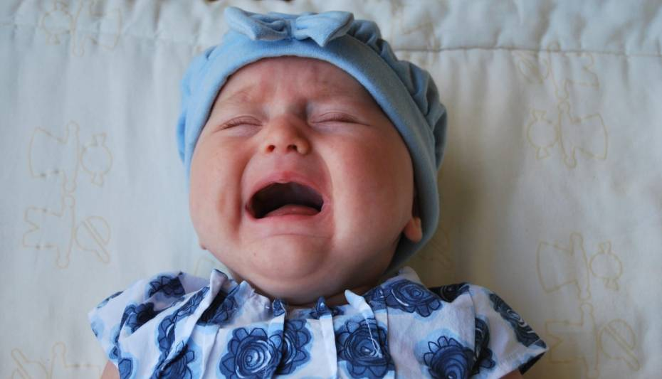 Colic in Babies - How to stop a baby from crying